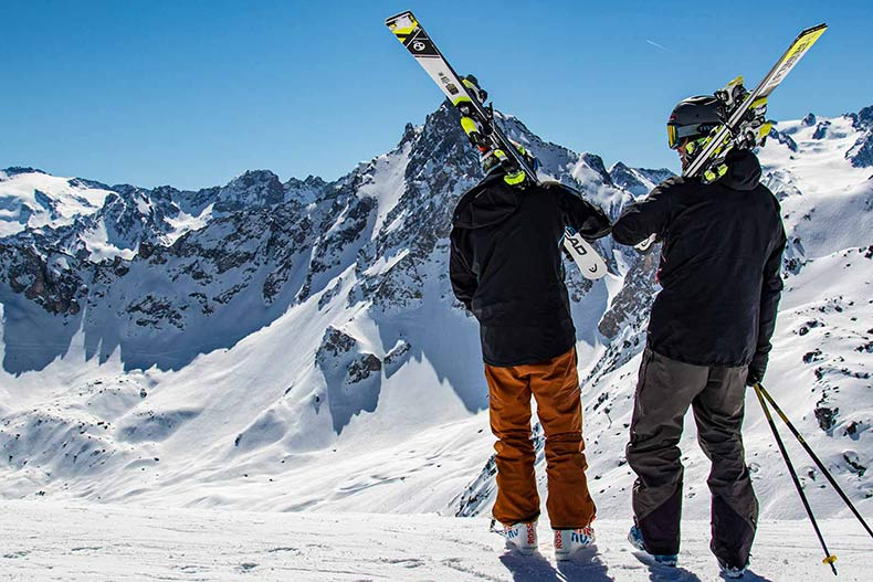 Small group skiing lessons in France